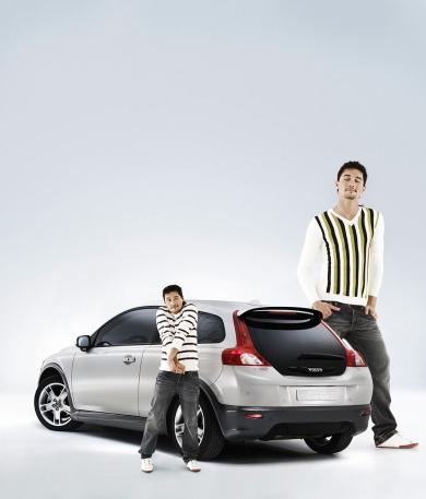 В рекламе Дима Билан выступает одновременно в нескольких противоположных образах