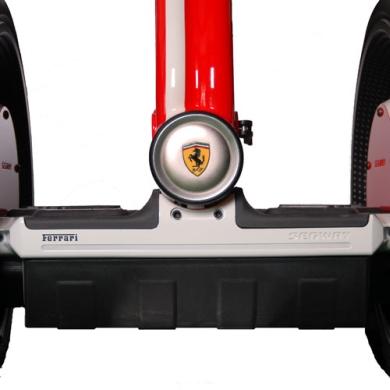яркий цвет и шильдик  Ferrari