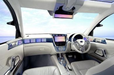 интерьер Subaru Exiga белая кожа, прозрачные элементы, 3 монитора