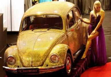 Золотой жук Volkswagen инкрустированный золотом
