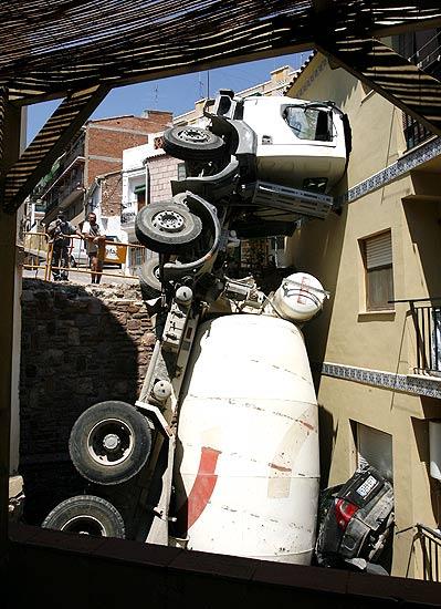 грузовик перевернулся