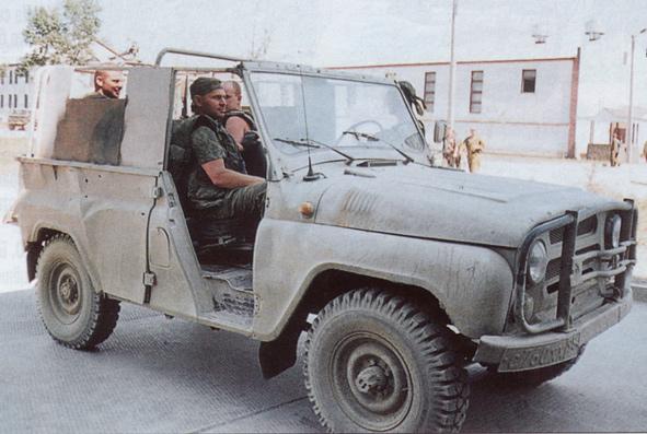 Военный внедорожник автомобиль УАЗ