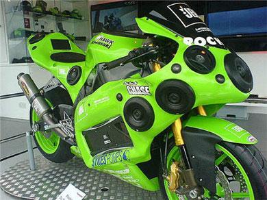 12 динамиков на мотоцикле Kawasaki ZX10R